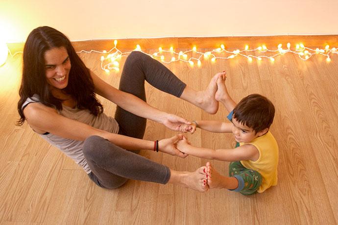 ¿Cómo es una sesión de yoga en familia?